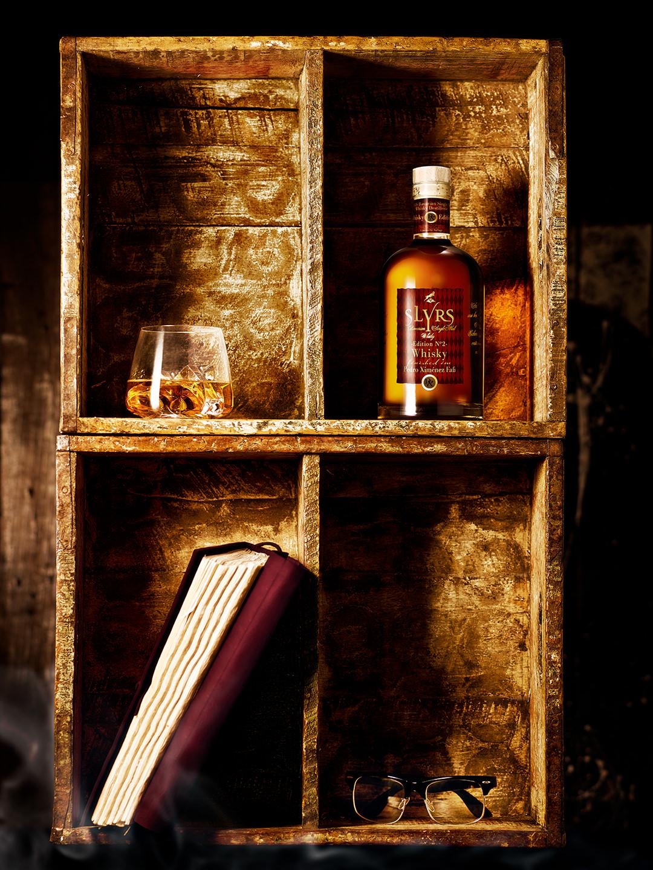 whiskey-drink-stillife-kiste-slyrs