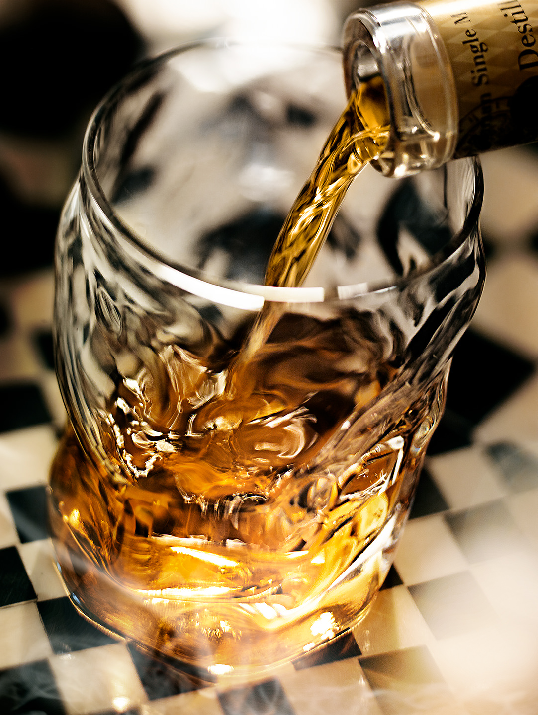whiskey-glas-drink-einschenken-slyrs