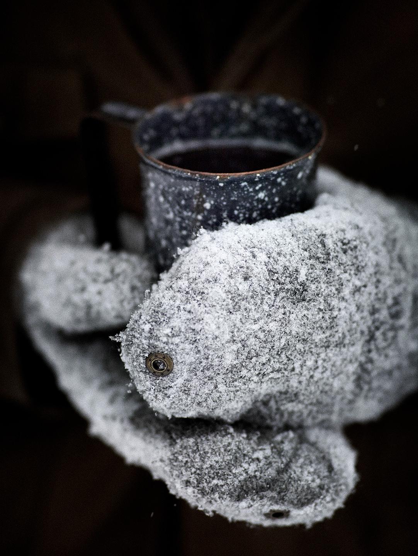 winter-tasse-handschuhe-grillen-weber