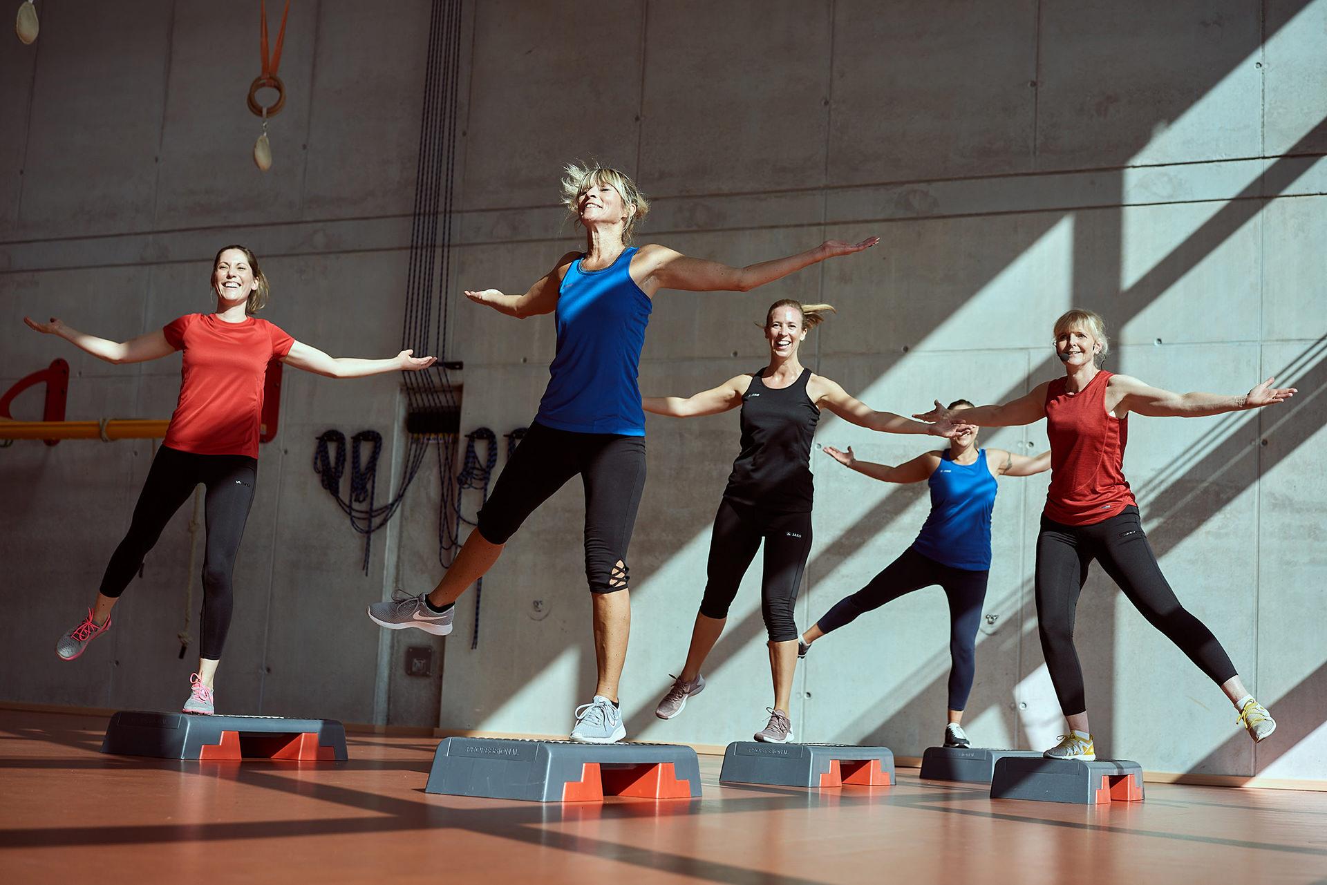 aerobic-fitness-studio-frauen