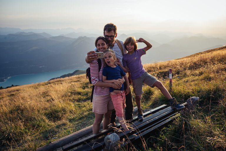 familie-wandern-selfie-oesterreich-werbung