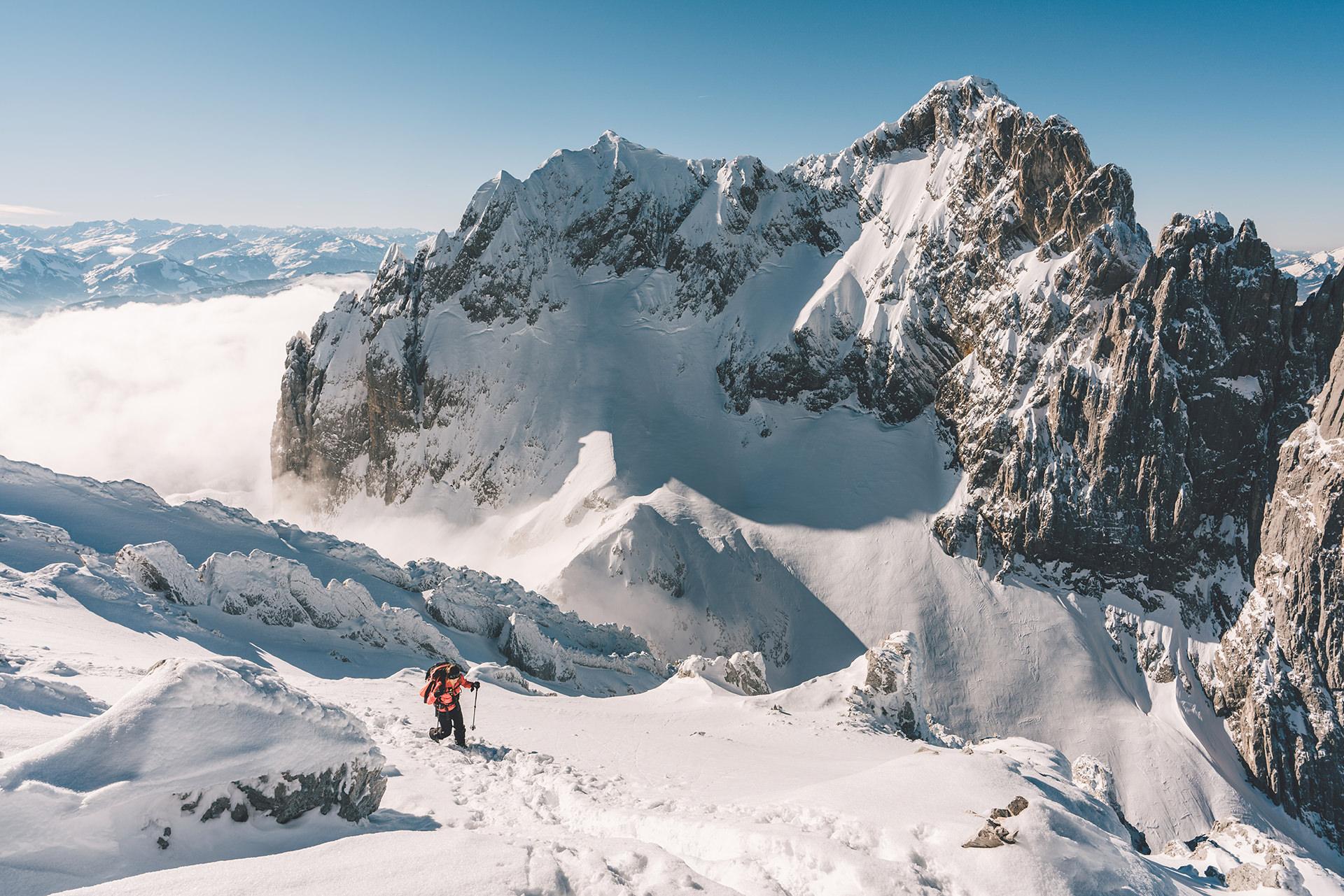 gebirge-ski-tour-aussicht-aufstieg