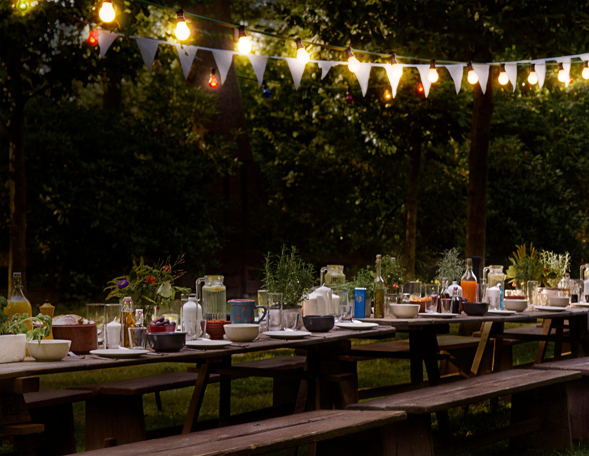 grillen-nacht-tafel-girlanden