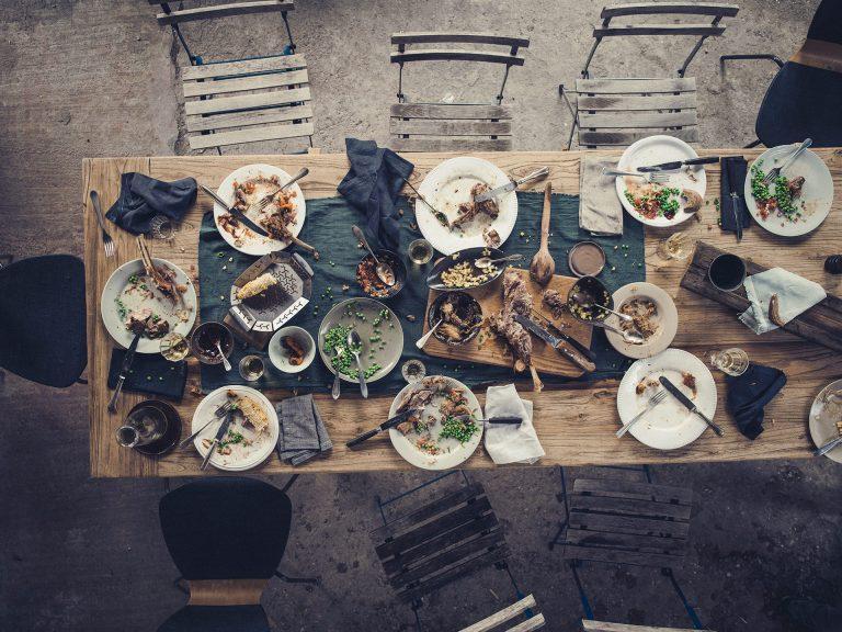 grillen-tischszene-weber-kampagne