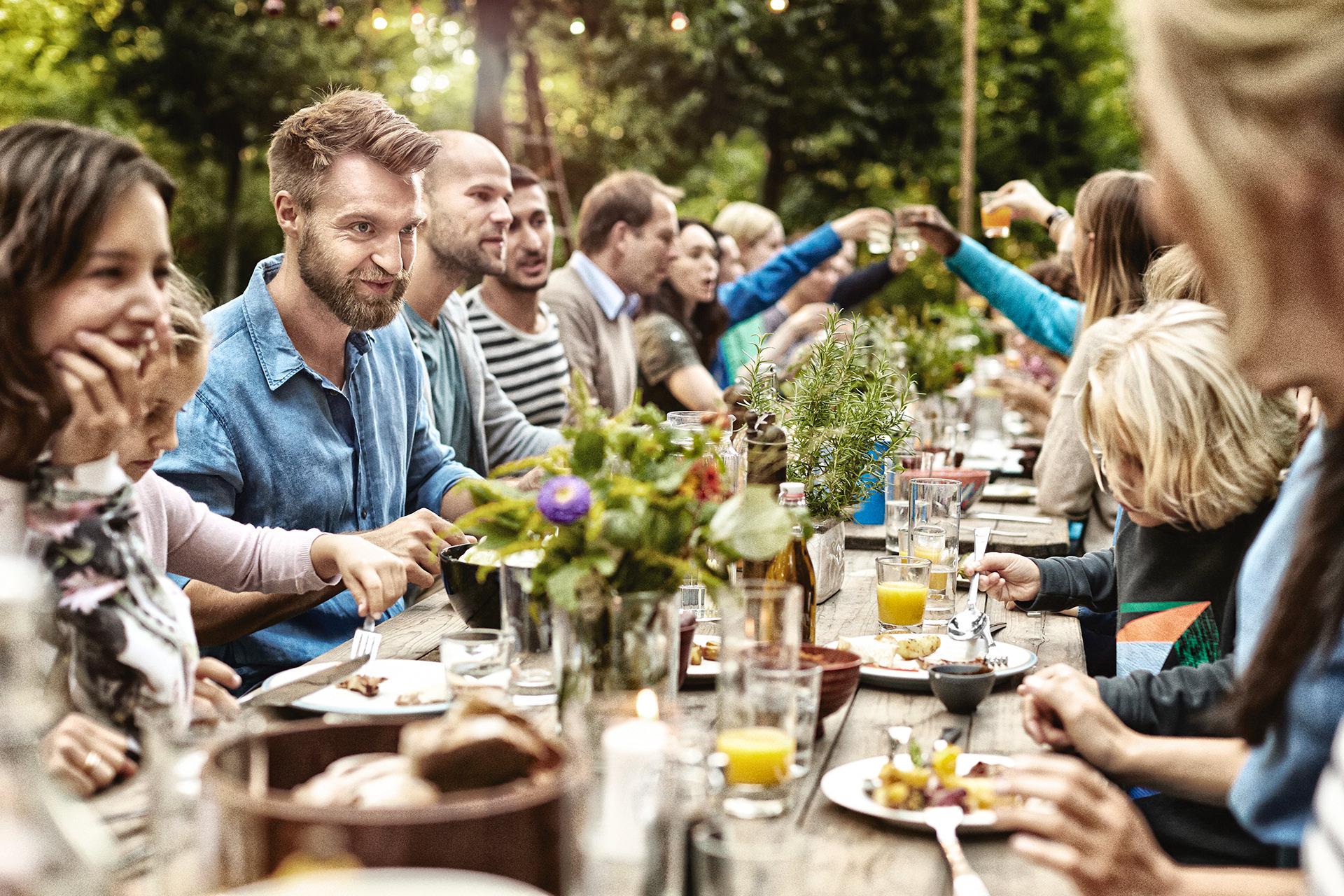 grillszene-tafel-people-weber