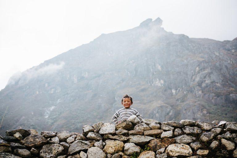 himalaya-kind-einheimisch-gebirge
