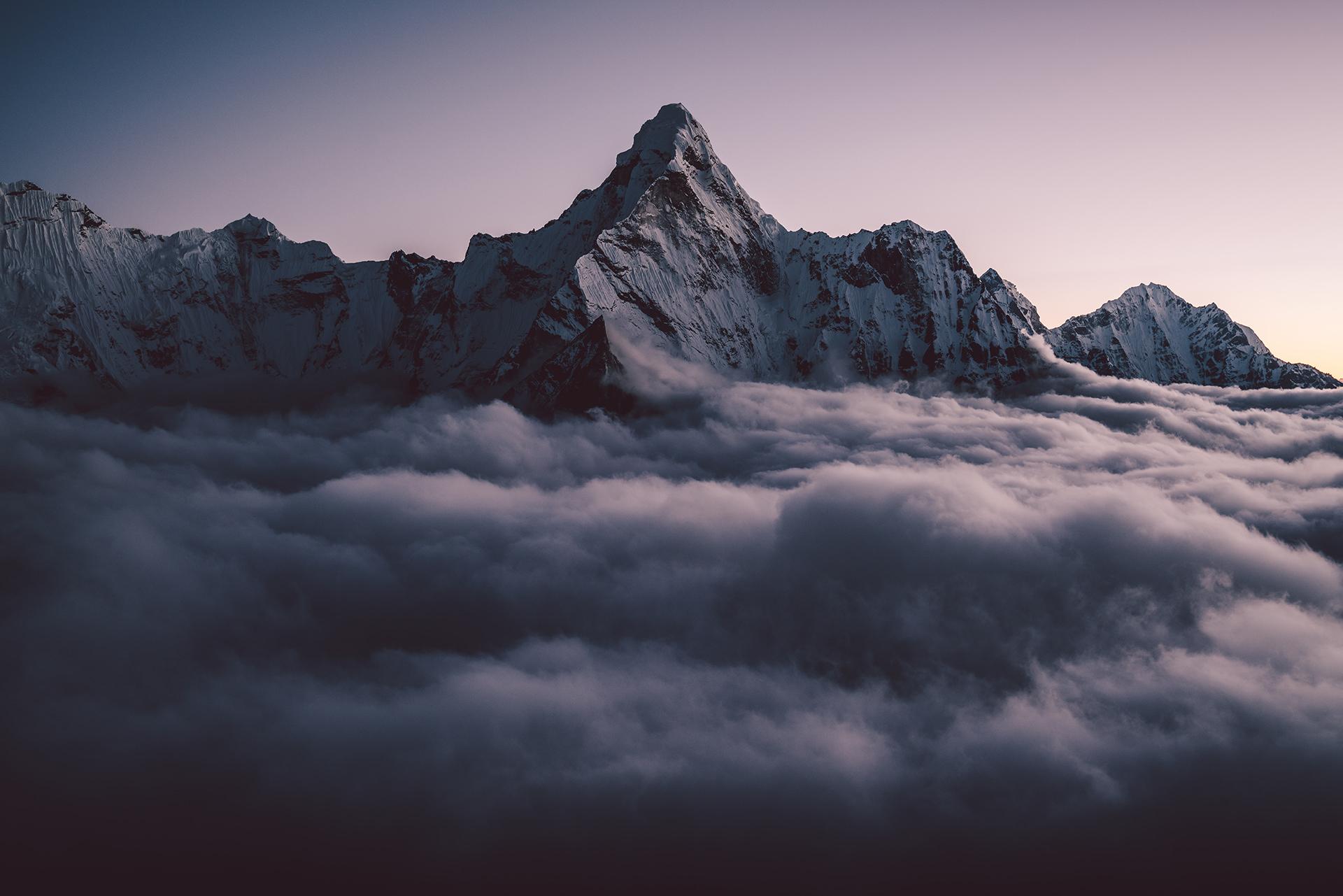 himalaya-wolken-gipfel-stimmung