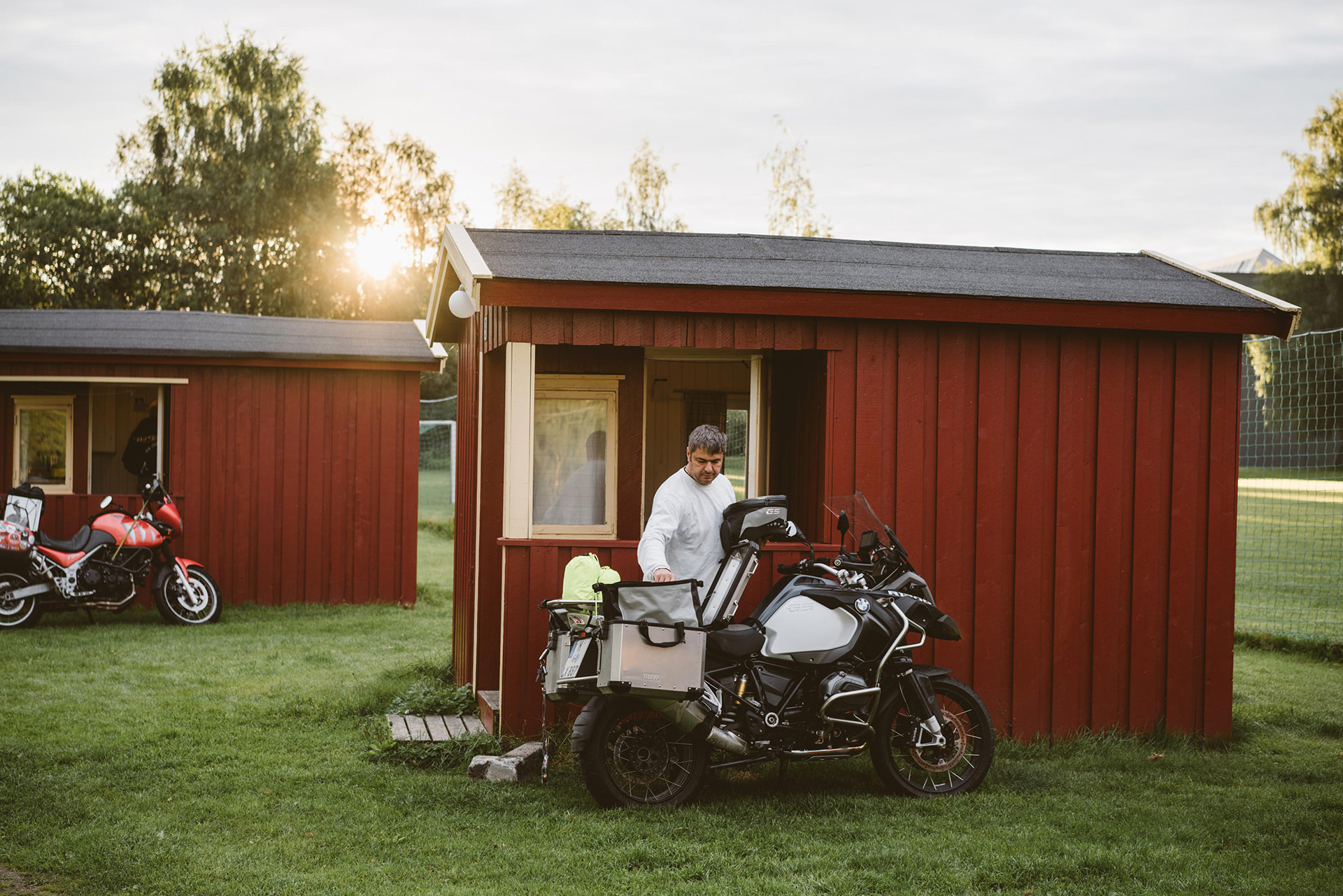huette-norwegen-motorrad-tour-ADAC