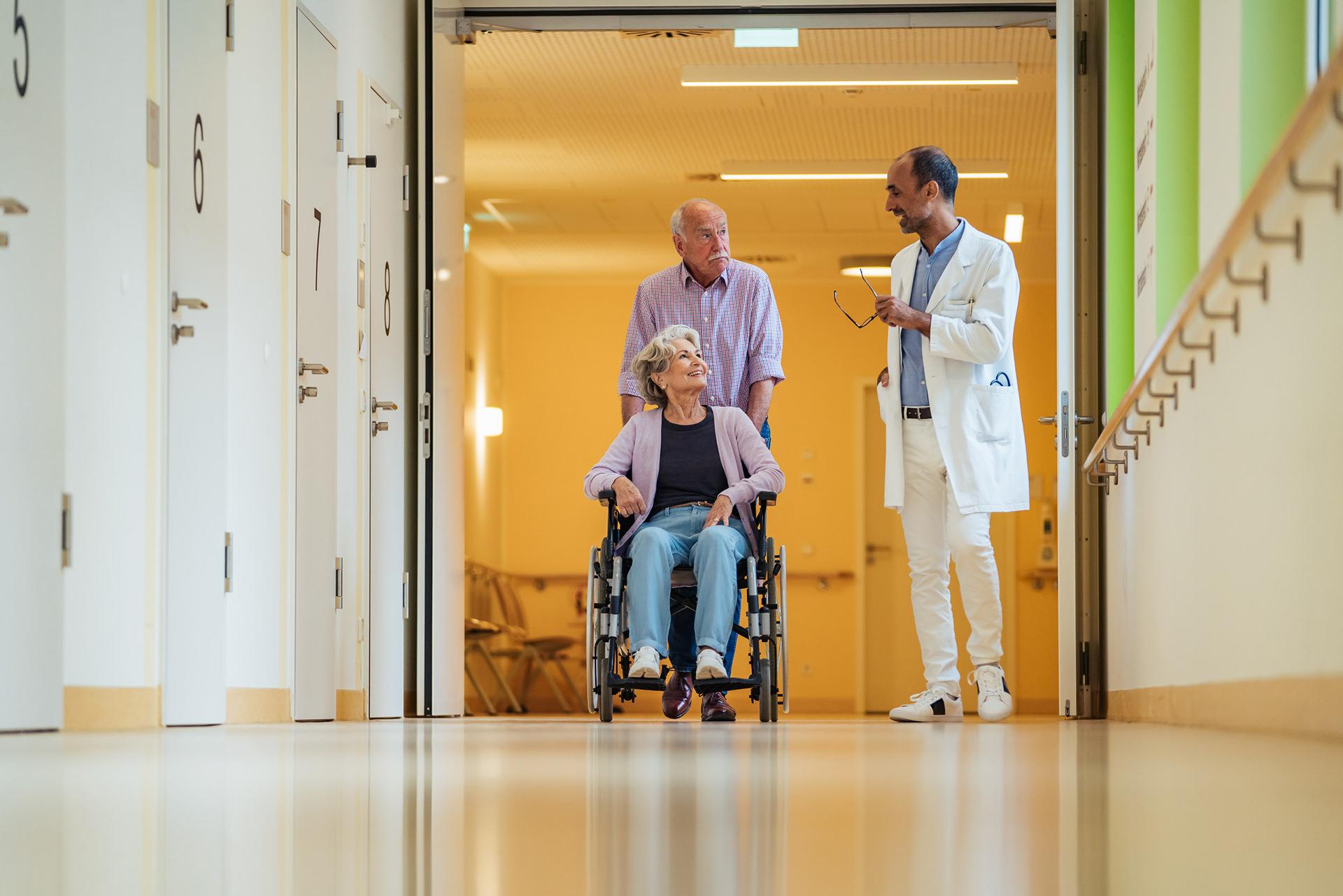 krankenhaus-flur-medizin-pflege-arzt
