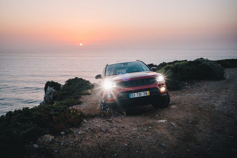 kueste-offroad-jeep-sonnenuntergang
