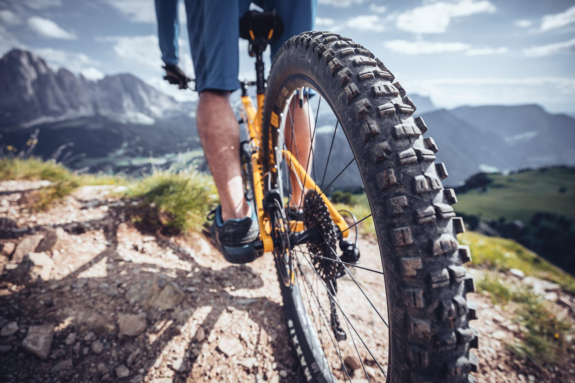 mountainbike-reifen-berge-val-gardena