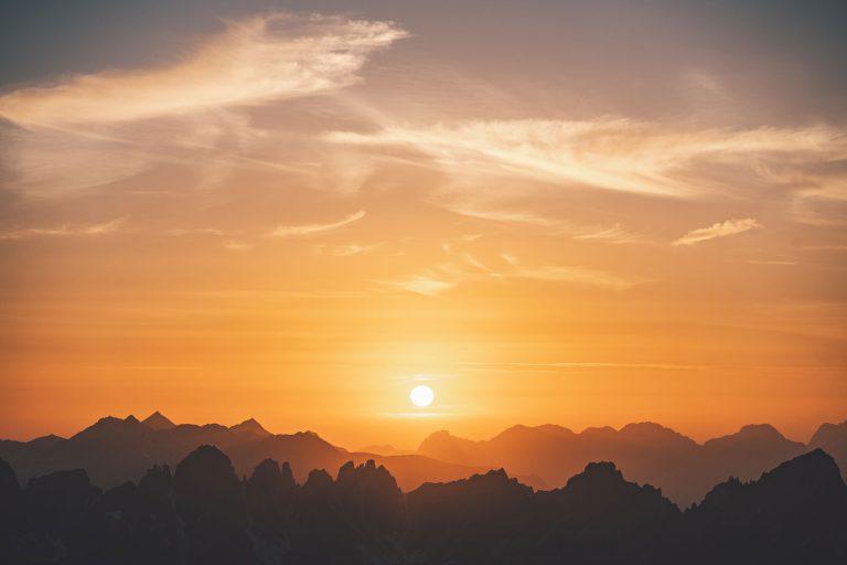 panorama-gipfel-berge-sonnenuntergang