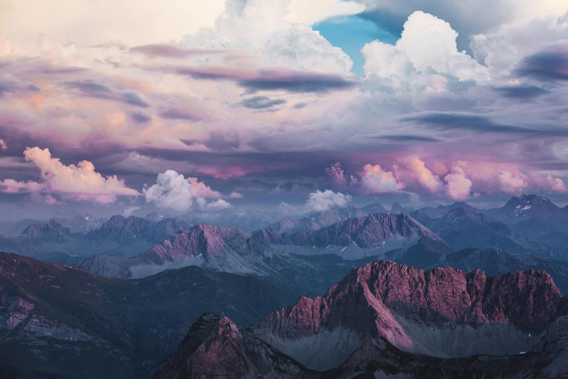 berge-gipfel-ausblick-sonnenuntergang-stimmung