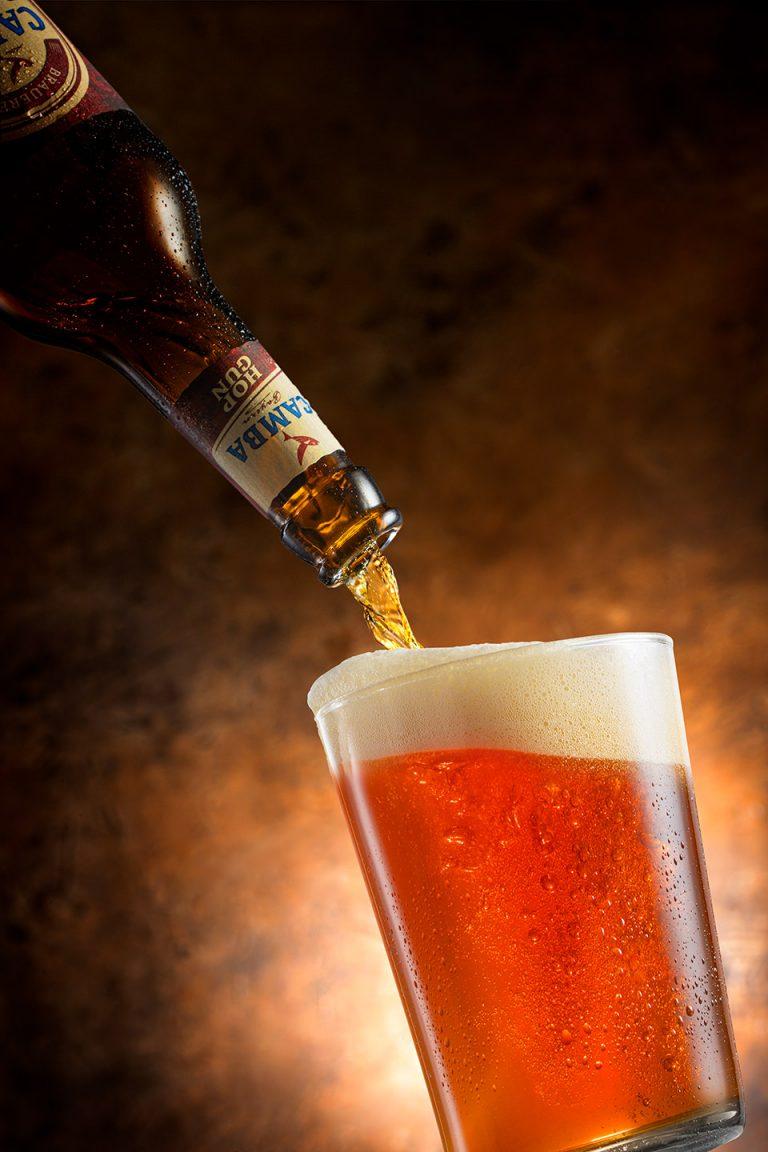 bier-glas-einschenken-frisch