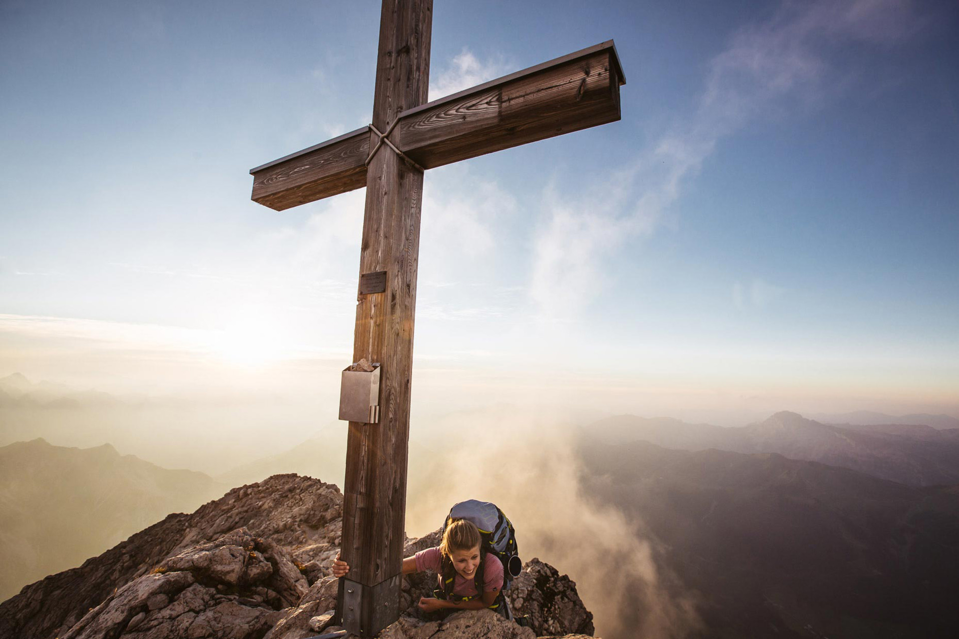 gipfel-kreuz-klettern-bergsteigen