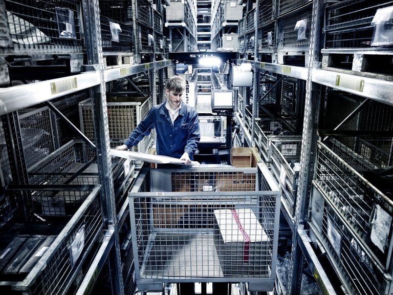 lager-logistik-mitarbeiter-corporate