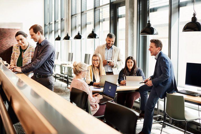team-meeting-corporate-design