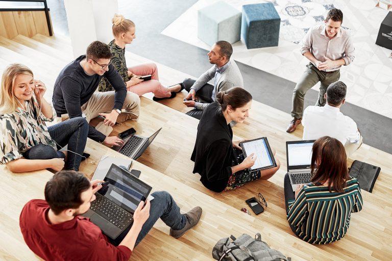 teamwork-meeting-corporate-arbeit