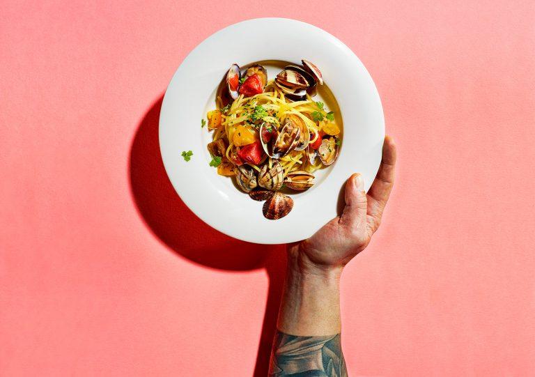 pasta-meeresfrüchte-hand-teller-cans