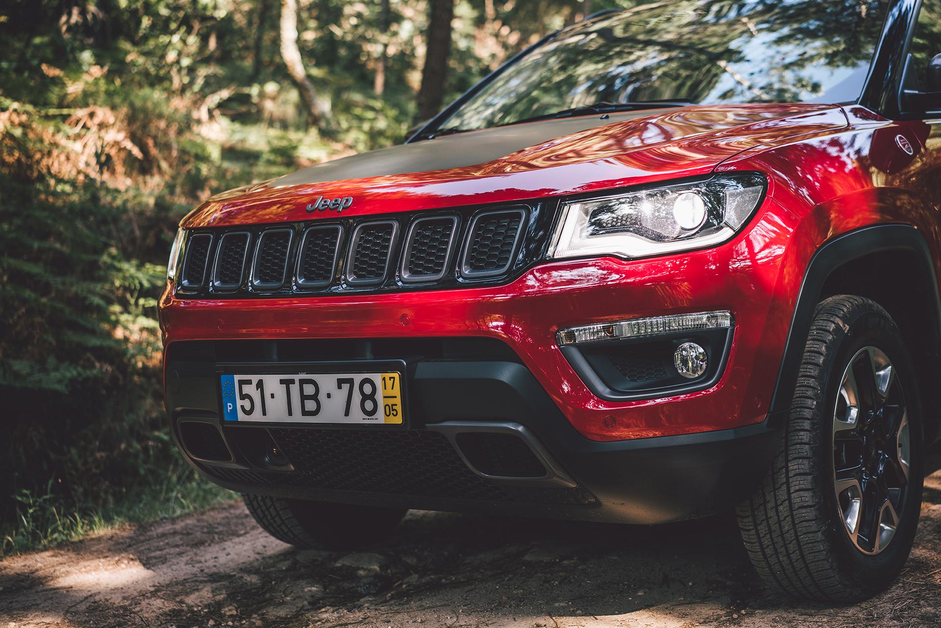 auto-jeep-detailshot-sonne-schatten