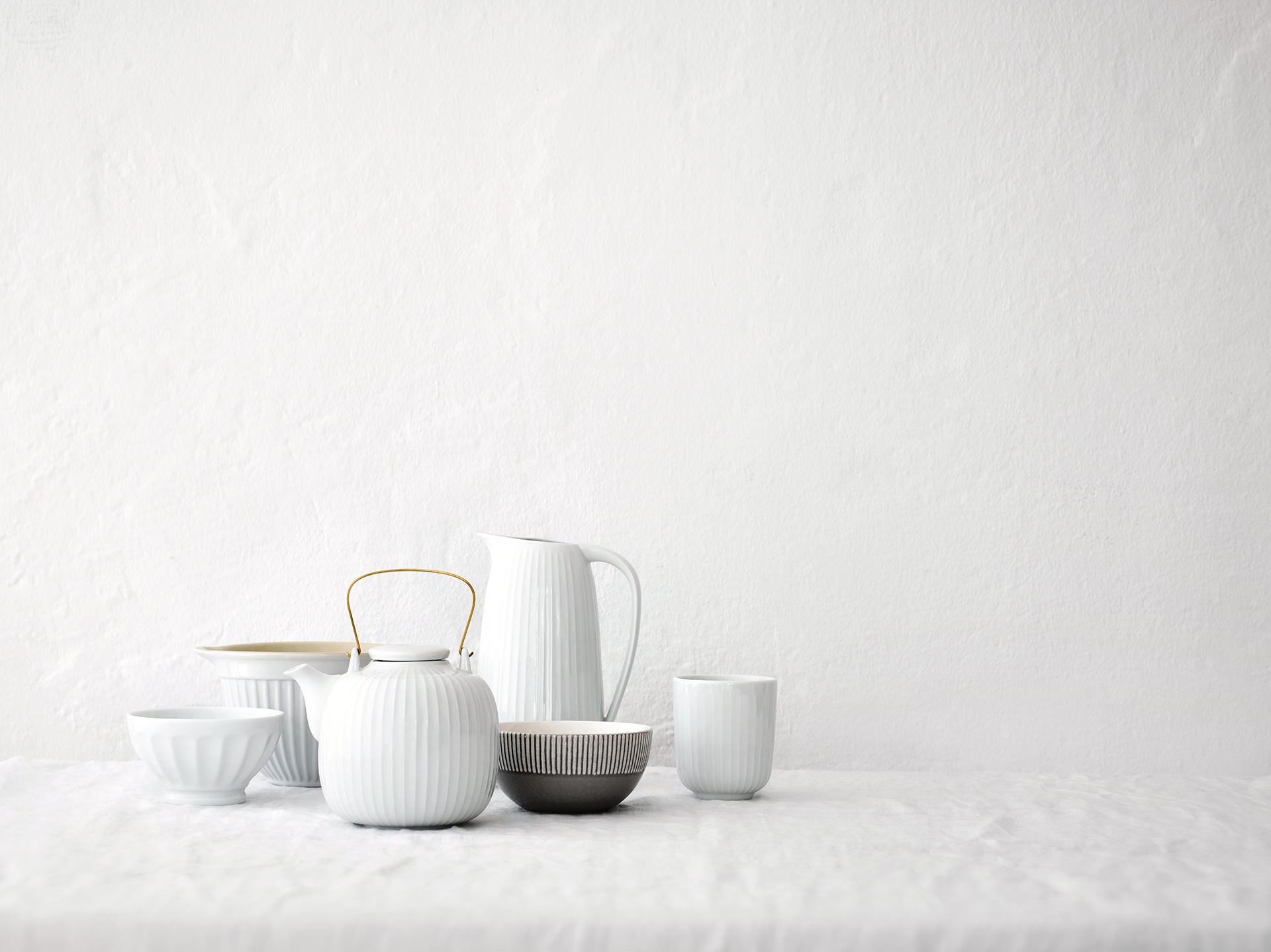 porzellan-weiss-kanne-tasse-stilllife