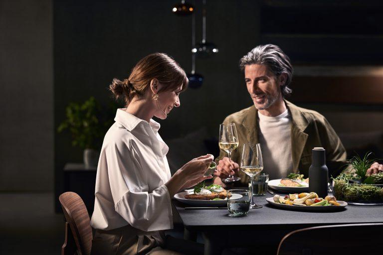siemens-dinner-paar-modern-living